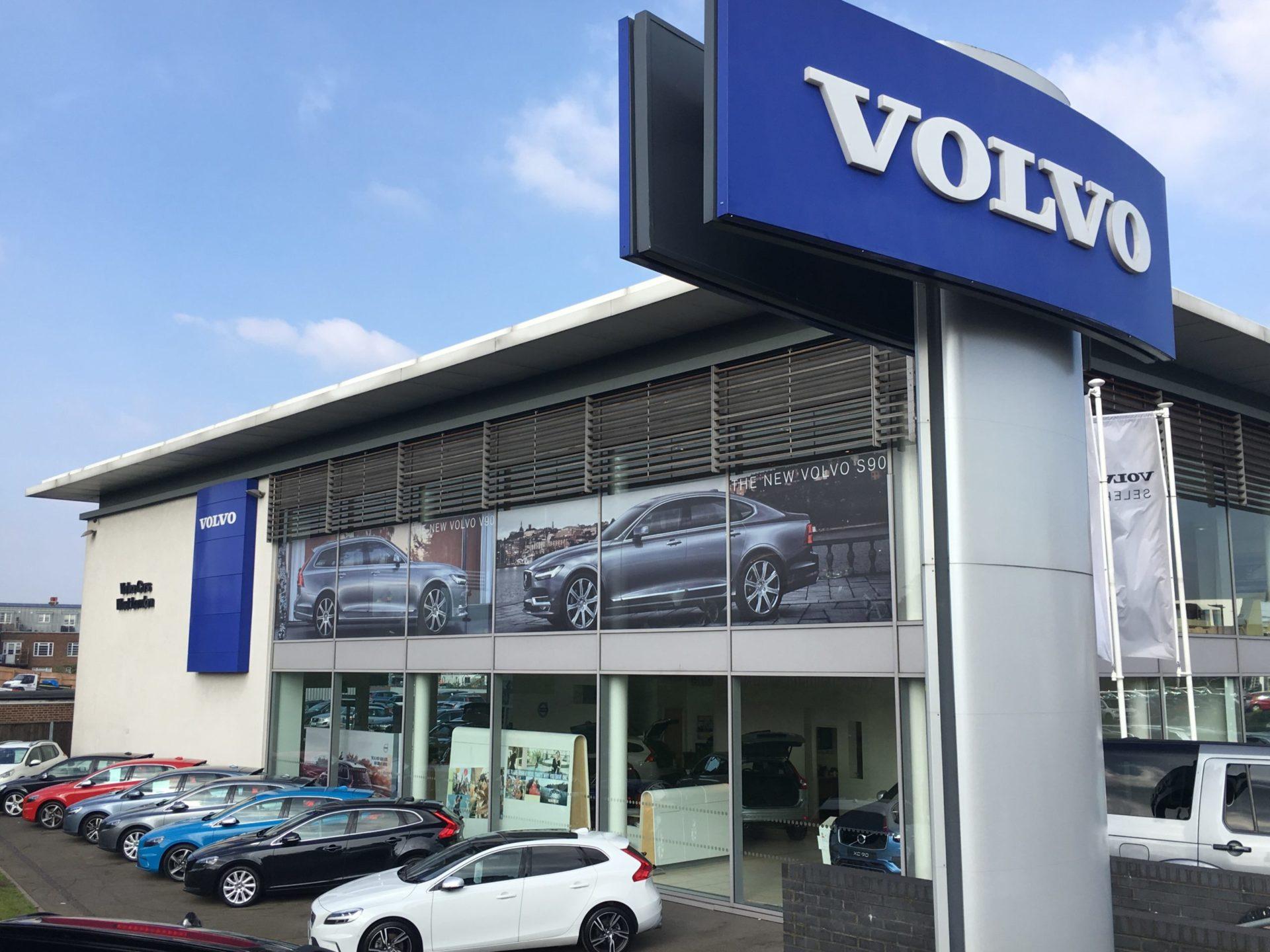 volvo-showroom-highlight-see-through-window-graphics